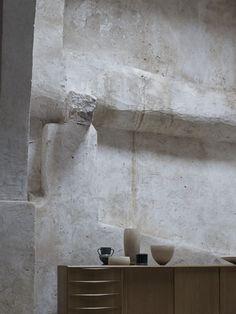 wabi sabi That wall texture Wabi Sabi, Interior Architecture, Interior And Exterior, Interior Design, Interior Decorating, Casa Wabi, Tadelakt, Co Working, Architectural Salvage