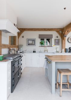 How to get a 'British Country Kitchen' (Even if you Don't Live in the Country) | Love to Home https://lovetohome.co.uk/get-british-country-kitchen/?utm_content=buffer64beb&utm_medium=social&utm_source=pinterest.com&utm_campaign=buffer