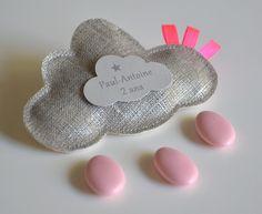 sur commande ballotins de dragées lin lamé en forme de nuage rubans rose fluo : Autres bébé par bykiki