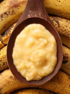 How To Make Fruit Facial Masks At Home: Here are 8 simple face packs with fruits that will ensure that you regain them. Natural Beauty Tips, Health And Beauty Tips, Natural Skin Care, Diy Beauty, Beauty Secrets, Banana Face Mask, Banana Facial, Mask For Dry Skin, Beauty Tricks