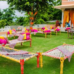 Indian wedding decoration ideas & designs, wedding mandap designs and photos, wedding stage designs & photos and flower decor ideas - get latest & popular designs, ideas & inspirations for your wedding decor. Desi Wedding Decor, Wedding Hall Decorations, Marriage Decoration, Wedding Mandap, Backdrop Decorations, Indian Wedding Favors, Wedding Mehndi, Indian Wedding Planning, Anniversary Decorations