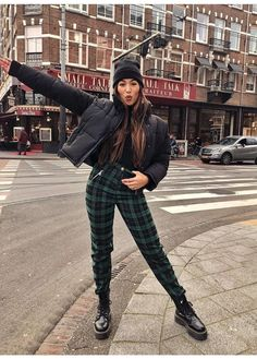 Latest Casual Winter Fashion Trends Ideas 2019 Fall street wear, black bomber and green pattern pants with Dr. Cute and stylish fashionFall street wear, black bomber and green pattern pants with Dr. Cute and stylish fashion Winter Mode Outfits, Trendy Outfits, Fall Outfits, Cute Outfits, Grunge Winter Outfits, Outfit Winter, New York Winter Outfit, Rainy Outfit, Rainy Day Outfit For School