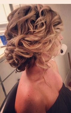Loose, soft updo awesome bridesmaid hair do Soft Updo, Messy Updo, Loose Updo, Soft Curls, Updo Curly, Updos For Medium Length Hair, Messy Curls, Side Bun Updo, Natural Curls