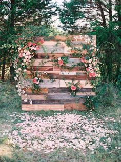Simple yet super pretty! Decorate them with flower and leaf and stacked up wooden boxen and the photowall is ready to snap beautiful picture. And this place will make your celebration more perfect