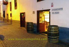 BODEGUITA DEL MEDIO - Uno de los locales más conocidos en S/C de La Palma. En el mismo tramo de esta calle se reúnen los locales más transitados como bares de copas en la capital de la isla