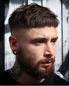 Medium length hair styles are the trend these days when it comes to men's looks. These styles are simple to create and give men suave and well groomed looks with a bit of flair. Trendy Mens Hairstyles, Mens Medium Length Hairstyles, Haircuts For Fine Hair, Cool Haircuts, Haircuts For Men, Down Hairstyles, Medium Hair Cuts, Medium Hair Styles, Long Hair Styles