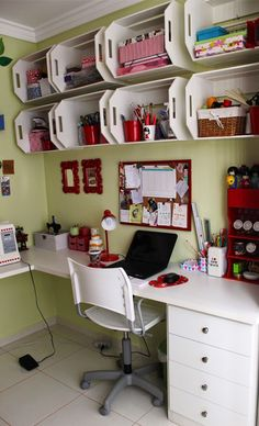 Craft room inspiration (crates as shelves) Sewing Room Organization, Craft Room Storage, Wall Storage, Craft Rooms, Storage Boxes, Organization Ideas, Crate Shelves, Wooden Shelves, Wooden Crates