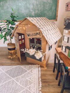 Kids Crafts, Baby Crafts, Toddler Crafts, Cardboard Playhouse, Diy Cardboard, Cardboard Box Ideas For Kids, Cardboard Houses For Kids, Cardboard Spaceship, Craft Activities For Kids