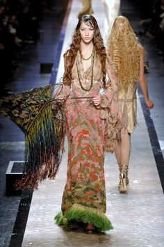 Jean Paul Gaultier at Couture Spring 2008 - Runway Photos Jean Paul Gaultier, Paul Gaultier Spring, Bohemian Chic Fashion, Bohemian Style, Hippie Fashion, Bohemian Gypsy, Couture Fashion, Runway Fashion, Fashion Outfits
