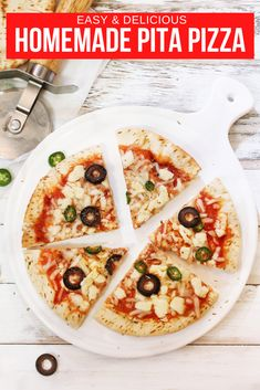 Now you can make homemade pizza quick and easy with these tasty recipes. Pizza for breakfast, lunch and dinner it's so simple. All you need is pita bread, your favorite ingredients and an oven. #PitaPizza #PizzaRecipe
