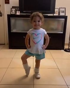 Funny Videos For Kids, Cute Baby Videos, Cute Baby Photos, Videos Funny, Funny Baby Pictures, Humor Videos, Funny Baby Memes, Funny Video Memes, Baby Humor