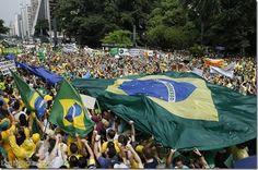 Multitudinarias protestas en Brasil contra la presidenta Dilma Rousseff (Fotos) - http://www.leanoticias.com/2015/03/16/multitudinarias-protestas-en-brasil-contra-la-presidenta-dilma-rousseff-fotos/