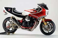#Honda #CB1100R: Beyond clean, Yet another immaculate #Sanctuary build. Stunning...as usual.