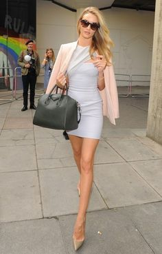 f-ason:  naimabarcelona:  Rosie Huntington-Whiteley  Fason
