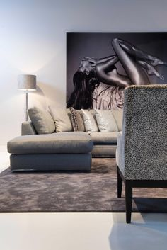 Curved sofas, for a modern living room, are among the main tendencies in the interior design world this year. Luxury Sofa, Luxury Furniture, Baby Room Decor, Living Room Decor, Dining Room, Living Room Modern, Living Room Designs, Best Sofa, Sofa Design