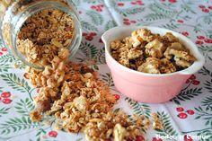 La granola son unos cereales sanos y deliciosos, ideales para disfrutar en el desayuno. Aprende a preparar en casa estos cereales crujientes