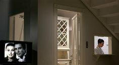 Два окна - в другой мир и в другую комнату. Как все сбалансировано! Попробуй убери хоть один элемент.