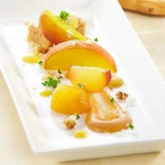 Sous Vide Bourbon-Infused Peaches with Crème Anglaise Williams-Sonoma Sous Vide Cheesecake, Sous Vide Dessert, Creme Anglaise Recipe, Just Desserts, Dessert Recipes, Dessert Ideas, Modernist Cuisine, Vegetarian Recipes, Cooking Recipes