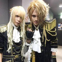 Shinya con Kamijo https://www.facebook.com/KamijoOfficial