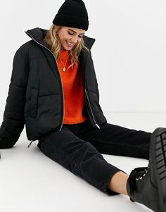 New Look boxy puffer jacket in black at ASOS. Casual Winter Outfits, Winter Fashion Outfits, Black Bomber Jacket Outfit, Moncler Jacket Women, University Outfit, Outfit Invierno, Winter Jackets Women, Asos, Spring