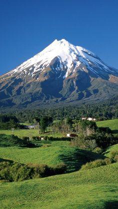 /Mount-Taranaki-Mount-Egmont-Taranaki-North-Island-New-Zealand