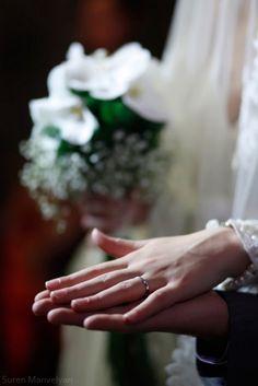 Wedding Poses, Wedding Photoshoot, Wedding Couples, Wedding Ring Photography, Hand Photography, Engagement Announcement Photos, Islam Marriage, Foto Wedding, Magical Wedding