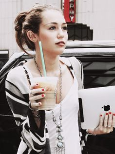 Miley Cyrus, style, nails