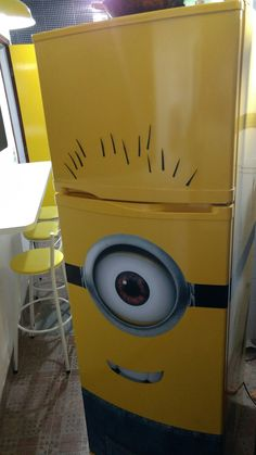 Geladeira Minions Envelopada  4em1 Paint Refrigerator, Painted Fridge, Refrigerator Wraps, Minions, Minion Painting, Beer Poster, Small Apartment Decorating, Game Room, Decoration