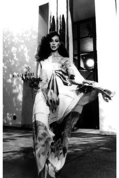 Super Seventies - Marisa Berenson wearing a dress by Hanae Mori, Seventies Fashion, 70s Fashion, Fashion History, Timeless Fashion, Fashion Models, Vintage Fashion, Hippie Fashion, Vintage Ysl, Vintage Mode