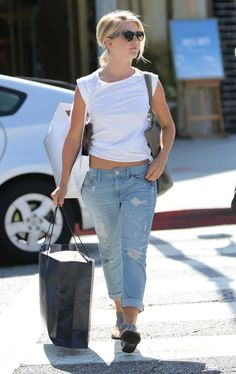 Julianne Hough Shops with Her Mom