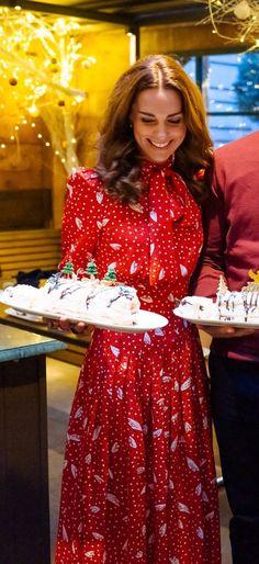 Estilo Kate Middleton, Kate Middleton Dress, Kate Middleton Style, Mary Berry, Bow Blouse, Royal Fashion, Blouse Styles, Duchess Of Cambridge, Happy Shopping