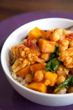Make a warm bowl of savory comfort food with this vegan curry. For the best flavor, make it in a slow cooker. Get the recipe: chickpea coconut curry with sweet Chickpea Coconut Curry, Vegan Curry, Coconut Rice, Cauliflower Curry, Slow Cooker Chickpea Curry, Slow Cooker Vegetable Curry, Chickpea Stew, Lentil Curry, Cauliflower Recipes