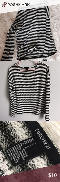 Striped sweater So cute and only worn a couple times Forever 21 Tops Tees - Long Sleeve