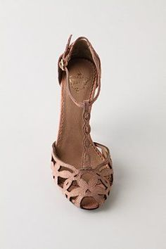 Tendance Chaussures Shimmering Trellis Heels Tendance & idée Chaussures Femme 2016/2017 Description Anthropologie. Goodness me. Jeans and a loose t shirt would be perfect.