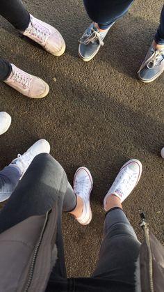 Fotos dos pés tbm é Tumblr!!! Junte suas amigas e tire!!!