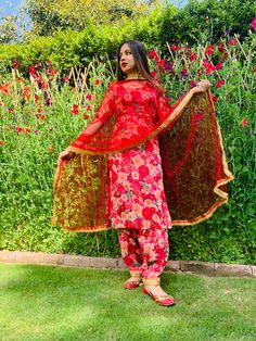 Dress Indian Style, Indian Dresses, Indian Outfits, Punjabi Suits Party Wear, Punjabi Salwar Suits, Punjabi Fashion, Indian Fashion, Suits For Women, Ladies Suits