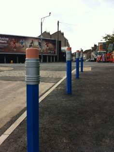 Pencil Bollards that Bristol City Council installed outside Millpond School. Plans Architecture, Landscape Architecture, Landscape Design, Street Installation, Urban Furniture, Street Furniture, Furniture Dolly, Furniture Online, 3d Street Art