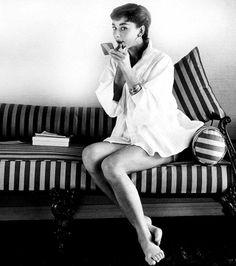 Buenos días! Feliz Miércoles!! #lesdoitmagazine #Pinterest #AudreyHepburn