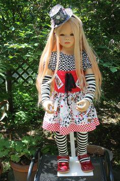 По мотивам Алисы в Стране Чудес. Лилит Annette Himstedt в образе Алисы / Коллекционные куклы Annette Himstedt / Бэйбики. Куклы фото. Одежда для кукол