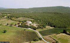 Etruria Travels | Siena | Castel Pietraio, een oorspronkelijk Middeleeuws kasteel waar Baron Nero di Neri en zijn familie nog steeds over Strove waakt. Daarnaast maakt hij een heerlijke Chianti wijn die je ter plaatse kunt proeven.