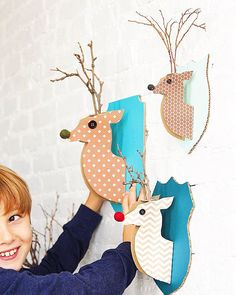 I'm a total sucker for an animal head on the wall...as long as it's made out of paper, felt, or plastic! These cardboard #reindeer heads are a great addition to your holiday decor Click on the link in my profile for the easier-than-you-think how-to! @westoncapture @parentandchildmag moi