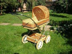 ! Vintage Pram, Prams And Pushchairs, Baby Prams, Baby Carriage, Baby Furniture, Wicker, Baby Strollers, Weaving, Children
