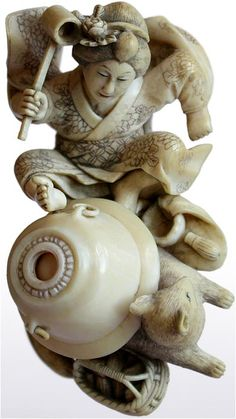 Bunbuku Chagama (Japanese folktale): Tanuki Kettle Under Fire by Doraku (Meiji, ca.1868–1911). Carved okimono (objet d'art), 19th century