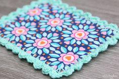 stitchydoo: Stoffkarte aus Jolijou Surprise Surprise Stoff mit Häkelrand | fabriccard with crochet edge