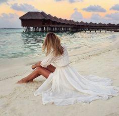 Jessica Stein in gorgeous white maxi dress Fashion 101, Love Fashion, Fashion Outfits, Bohemian Beach, Glamour, Fancy Hairstyles, Wedding Hairstyles, Vacation Style, Wedding Music