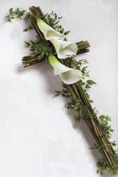 flower arrangement for tombstone, or funeral sprays & wreaths Design Floral, Deco Floral, Arte Floral, Church Flowers, Funeral Flowers, Funeral Floral Arrangements, Flower Arrangements, Funeral Sprays, Ikebana