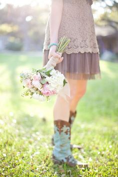 Country wedding bridesmaid bouquet and cowgirl boots Cowgirl Wedding, Chic Wedding, Rustic Wedding, Dream Wedding, Magical Wedding, Gold Wedding, Wedding Bridesmaid Bouquets, Bridesmaid Dresses, Wedding Dresses