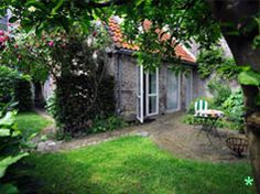 b&b Achter de Sterren Den Bosch Featuring free WiFi throughout the property, b&b Achter de Sterren offers accommodation in Den Bosch, km from Brabanthallen Exhibition Centre. You will find a coffee machine and a kettle in the room. Cottage Garden Design, Cottage Garden Plants, Cottage Gardens, Weekend Trips, Weekend Getaways, Landscaping Tips, Garden Landscaping, Weekender, Great Places