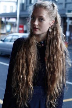 In the world of hair, there are many hairstyles that can be worn by a wide variety of hair types. Those who have long, curly hair can really try out some interesting styles with their beautiful loc… Wavy Hair, Her Hair, Blonde Hair, Messy Hairstyles, Pretty Hairstyles, Very Long Hair, Beautiful Long Hair, Gorgeous Gorgeous, Mermaid Hair