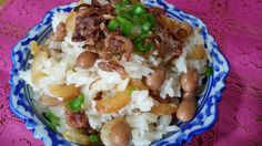 Glutinous rice or sticky rice is used to make this traditional steam dish. Peanuts, mushrooms or dried prawns are ingredients added to make ...